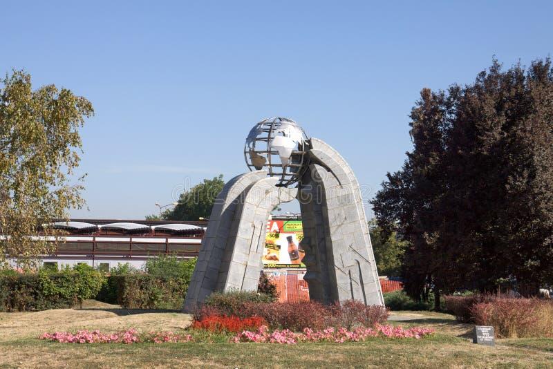 和平的纪念碑在Krusevac市在塞尔维亚 免版税库存图片
