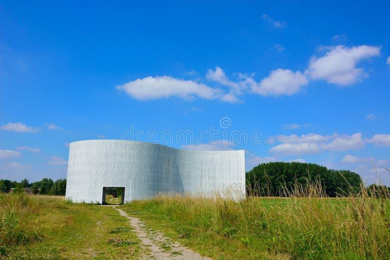 和平纪念碑在绿色水池跟特Bru的南部 图库摄影
