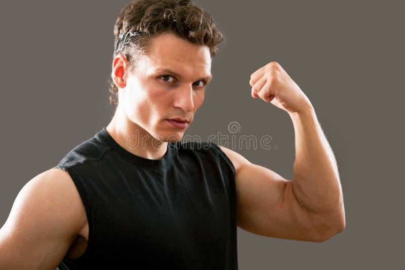 年轻和适合的男性模型 免版税库存图片