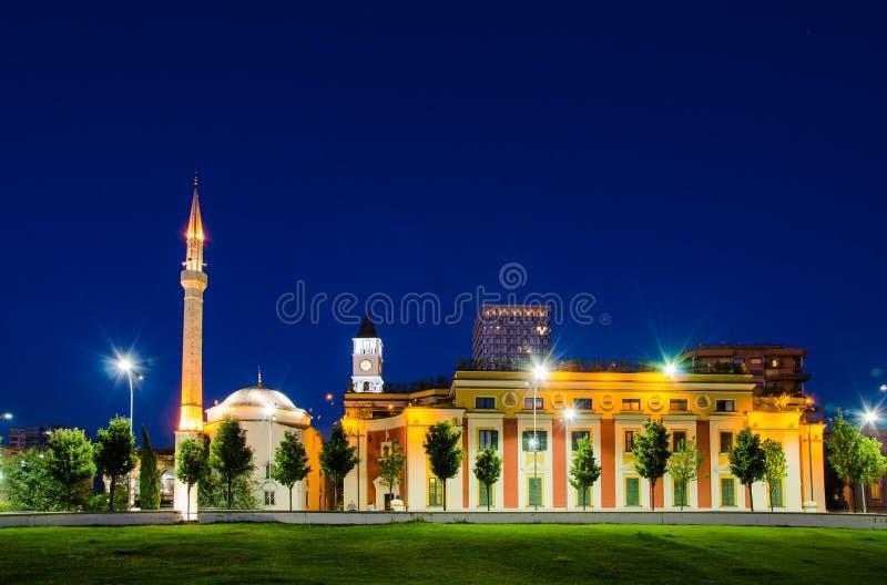 和`吊边土侯清真寺在斯甘德伯广场,地拉纳-阿尔巴尼亚 免版税图库摄影