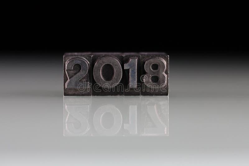 2018年和2017年,在老金属印刷体字母的年 免版税库存照片