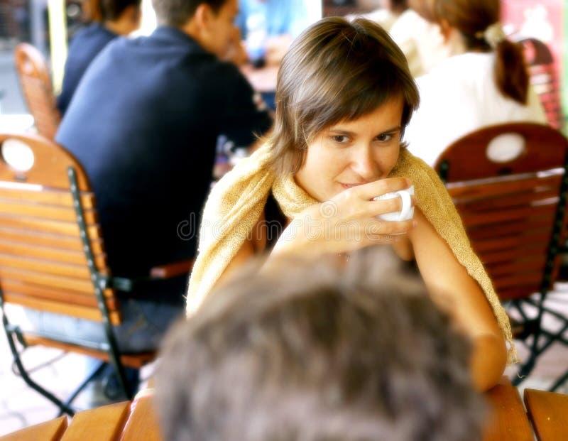 咖啡交谈 免版税库存图片