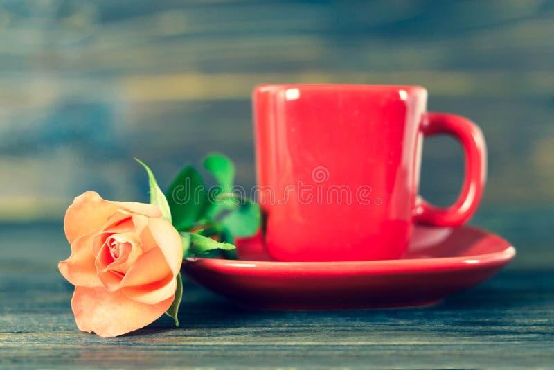 咖啡和玫瑰 免版税库存照片