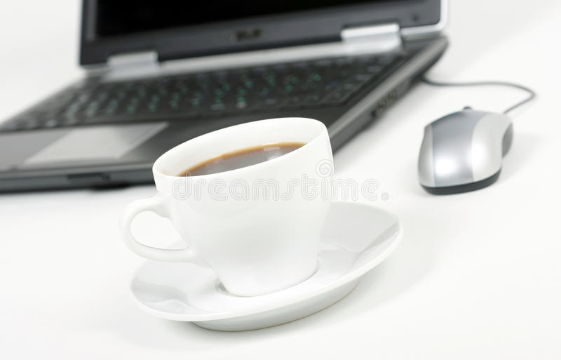 咖啡和膝上型计算机 免版税库存照片