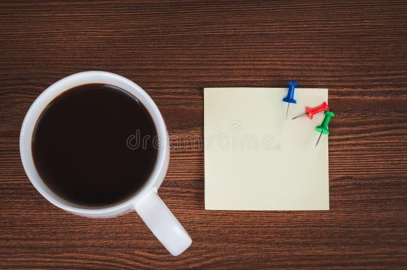 咖啡和贴纸 免版税库存图片