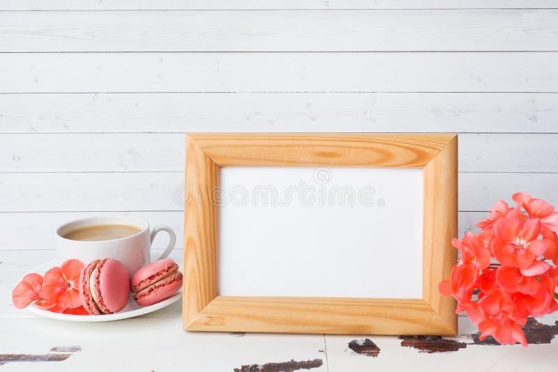 咖啡在一块板材的和蛋白杏仁饼干曲奇饼在白色背景 拷贝空间空白的语篇框架图 图库摄影