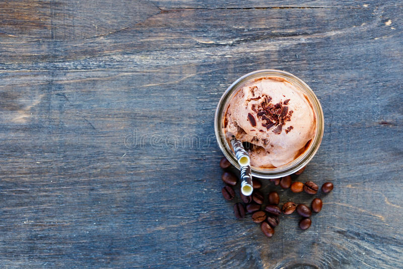 咖啡奶油冰鞭打了 库存照片