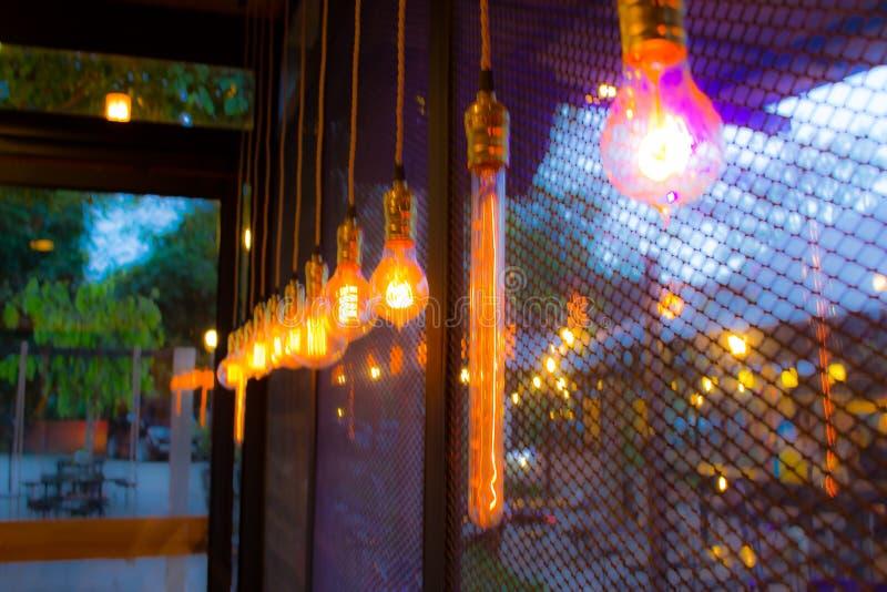 咖啡店与bokeh的迷离背景 免版税库存照片