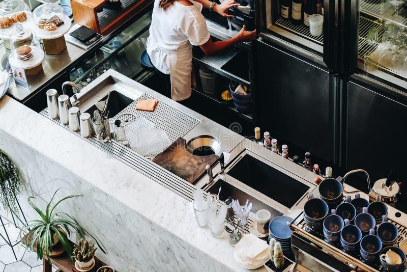咖啡店柜台酒吧现代机器 库存图片