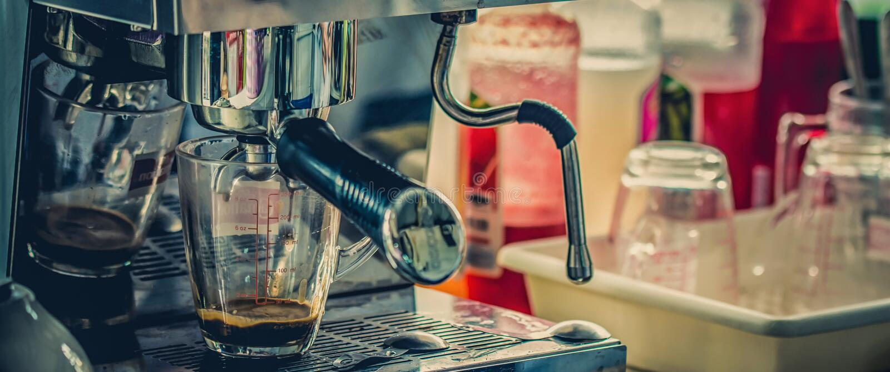 咖啡店电影口气样式,放松概念 免版税库存照片