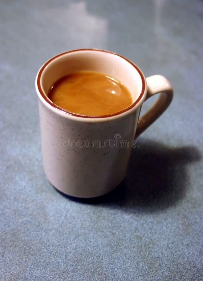 Download 咖啡杯吃饭的客人 库存图片. 图片 包括有 制动手, 咖啡, 陶瓷, 饮者, 背包, 细分, coffeecup - 186455