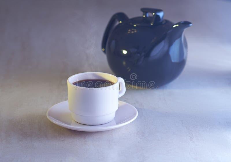 咖啡杯和水壶 库存图片
