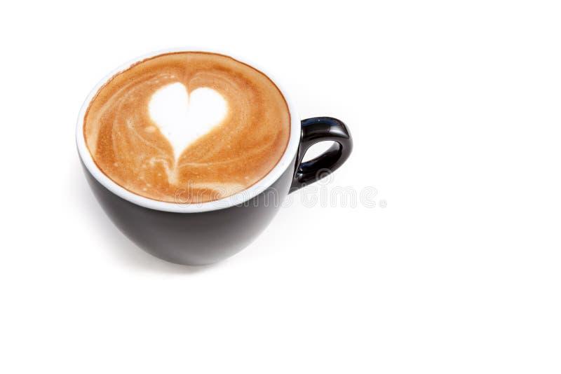 咖啡杯心脏形状在被隔绝的白色背景的拿铁艺术 库存图片