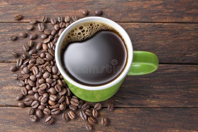 咖啡杯木头背景 免版税库存图片