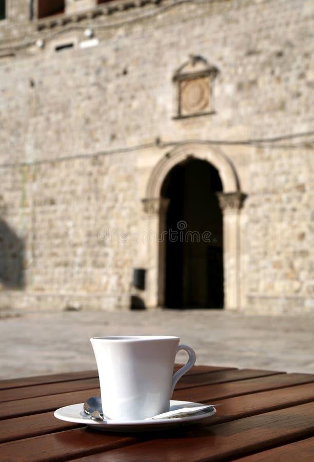 咖啡杯杜布罗夫尼克市 库存图片