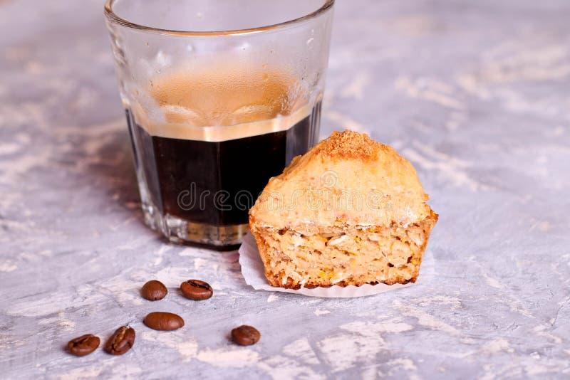 咖啡杯杯形蛋糕 免版税库存照片