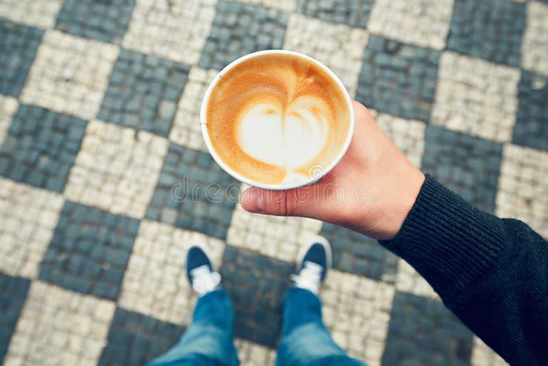Download 咖啡杯纸张 库存照片. 图片 包括有 咖啡, 饮料, 贝蒂, 行程, 聘用, browne, 类似, 被砍的 - 72359306