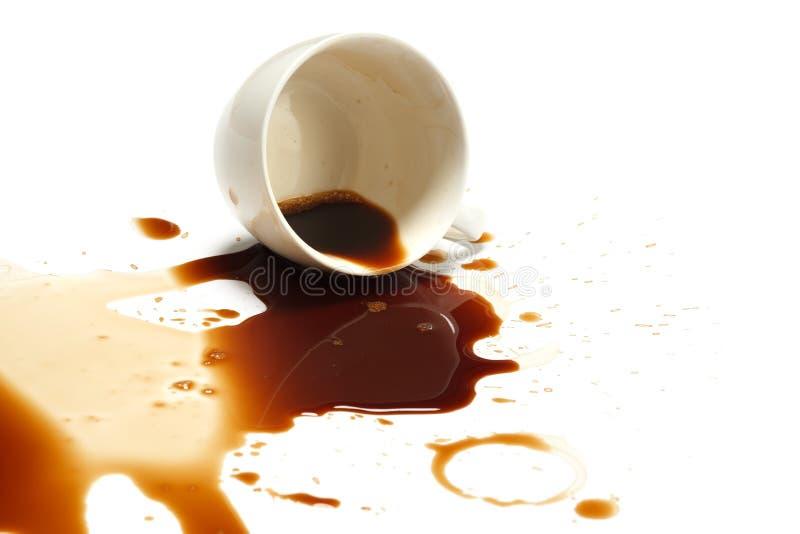 咖啡溢出污点事故白色背景 免版税库存照片