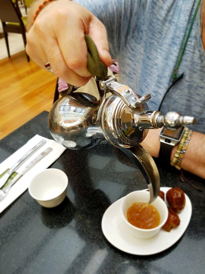 咖啡用在咖啡馆的阿拉伯语 库存照片