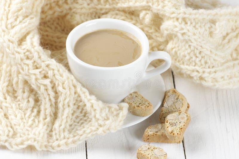 咖啡用曲奇饼和针织品 库存照片