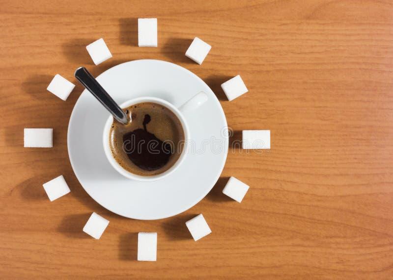 咖啡用糖喜欢时钟 免版税库存照片