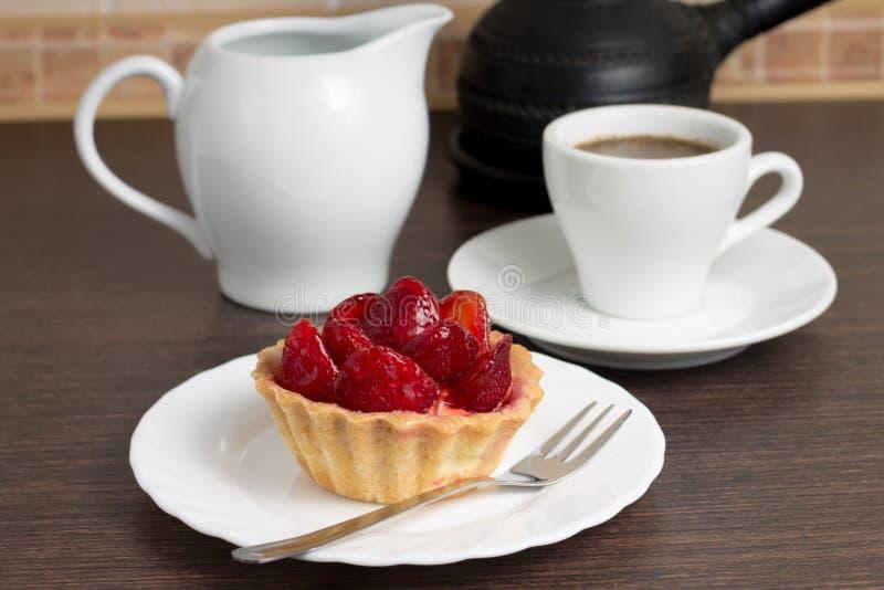 咖啡用草莓点心 免版税图库摄影