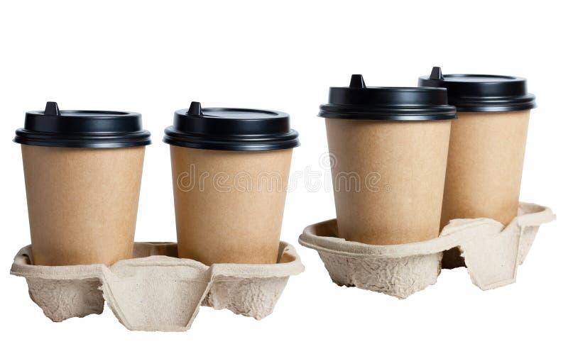 咖啡的从纸,卡拉服特玻璃 在纸板立场的一次性咖啡杯 黑塑料盖子 在白色ba的被隔绝的对象 免版税图库摄影