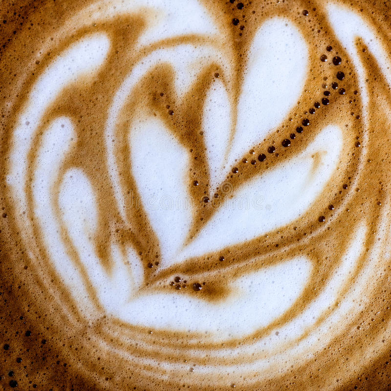 咖啡的图象的顶视图关闭与创造性的牛奶装饰的 库存照片