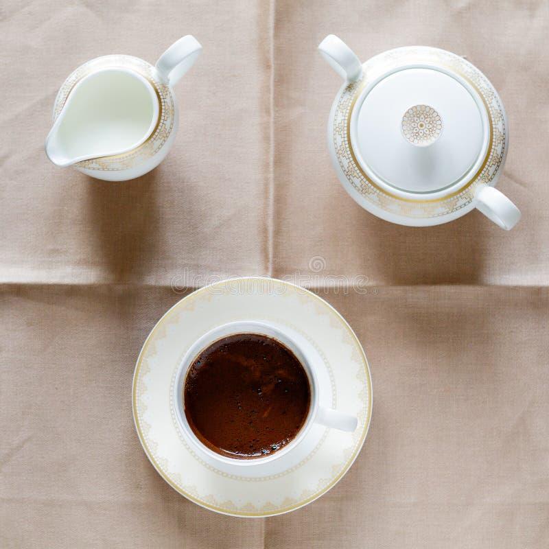 咖啡盛奶油小壶糖 图库摄影