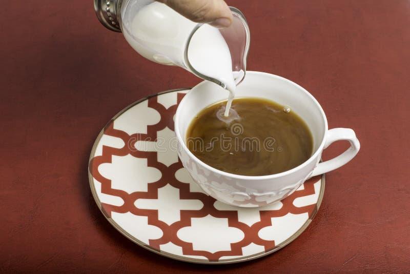 咖啡盛奶油小壶 免版税库存图片