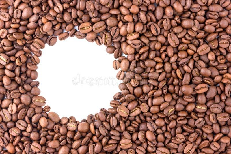 咖啡粒驱散在表面 免版税图库摄影