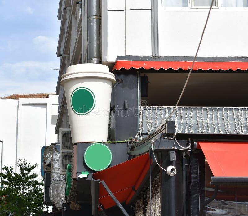 咖啡纸板杯子牌 咖啡大模型 库存图片