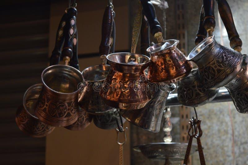 咖啡罐,土耳其手工制造产品,特写镜头 免版税库存图片
