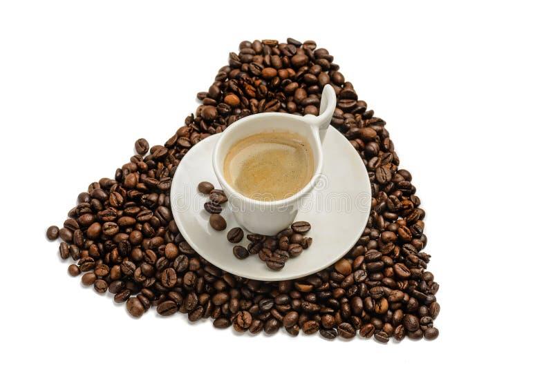 咖啡豆心脏形状和浓咖啡 免版税库存照片