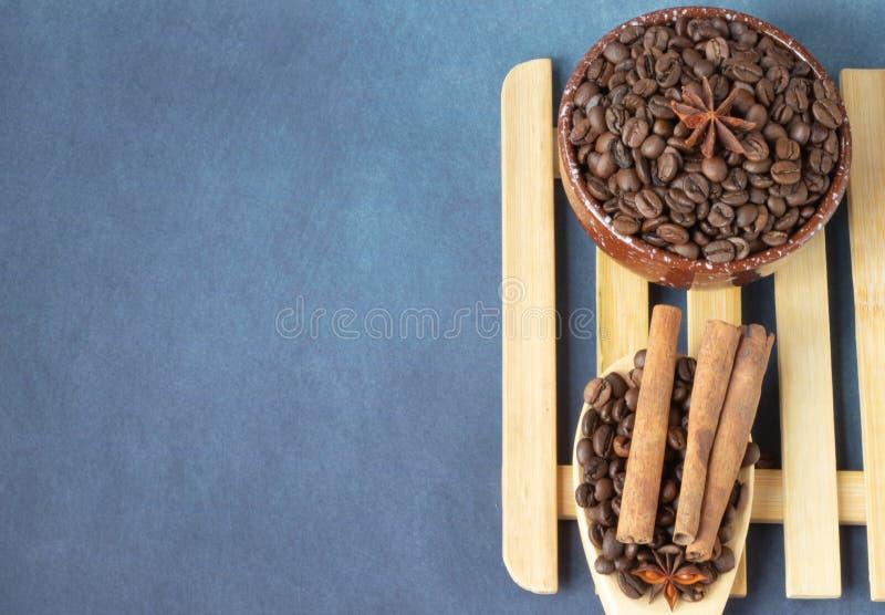 咖啡豆用香料 库存照片