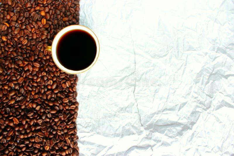 咖啡豆白色杯子和本文 库存照片