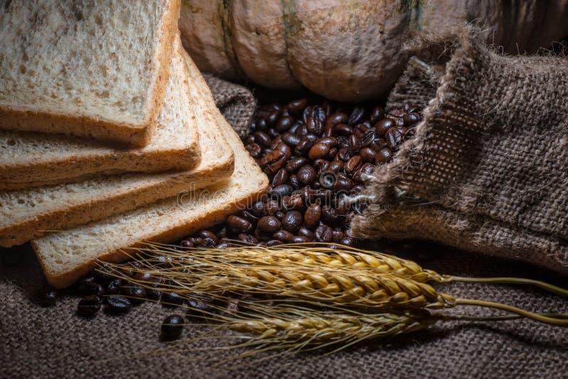 咖啡豆,整个五谷 库存图片