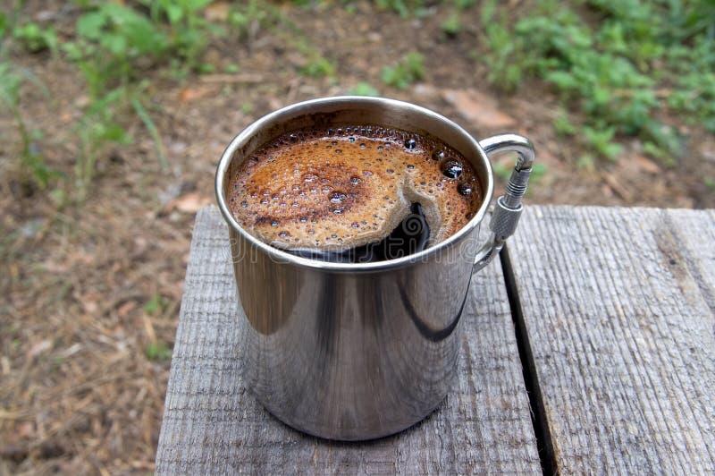 咖啡金属杯子 免版税库存图片