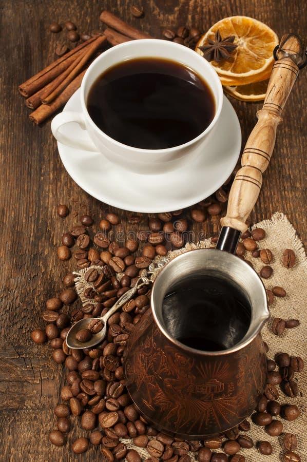 Download 咖啡静物画 库存图片. 图片 包括有 annabelle, 棍子, 烘干, 木头, 咖啡, 匙子, 仍然 - 30325683