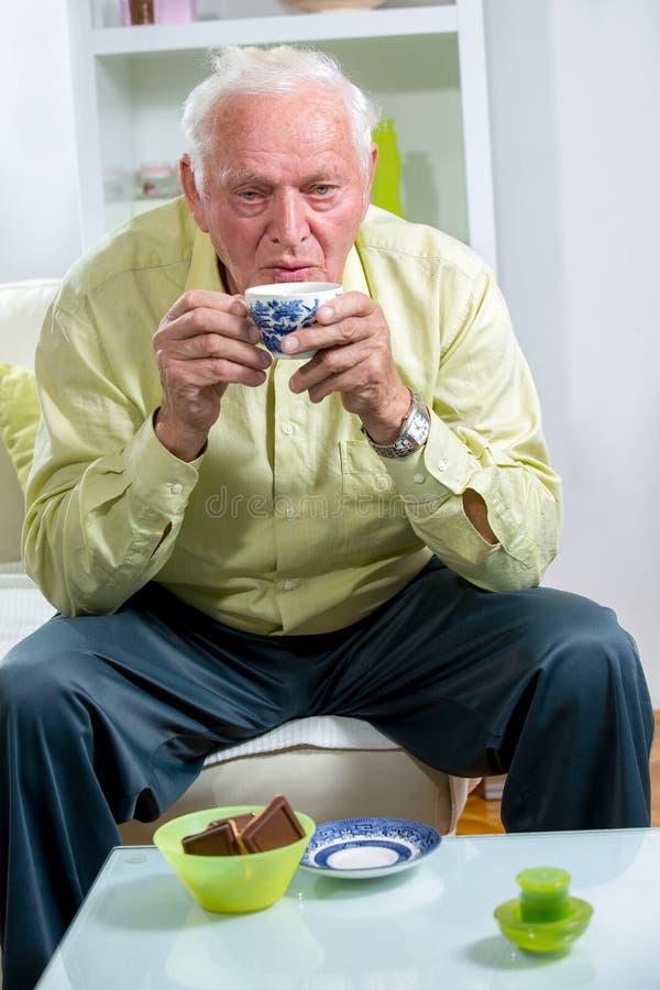 咖啡饮用的人前辈 库存图片