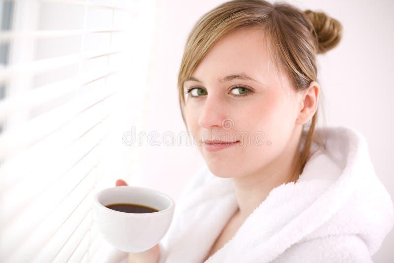 咖啡饮用的妇女 图库摄影
