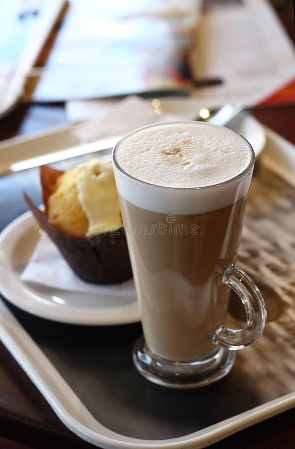 咖啡馆咖啡玻璃latte 免版税库存图片