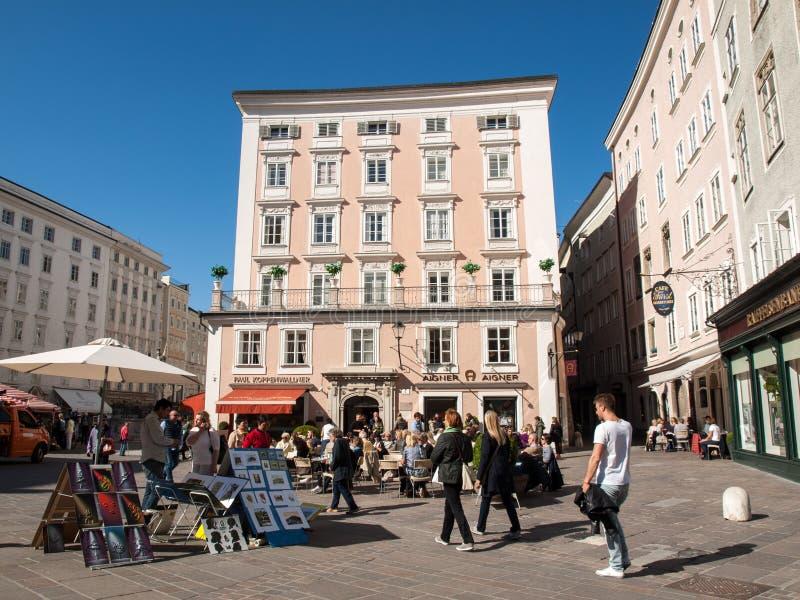 咖啡馆在修改市场上在老镇,萨尔茨堡, 图库摄影