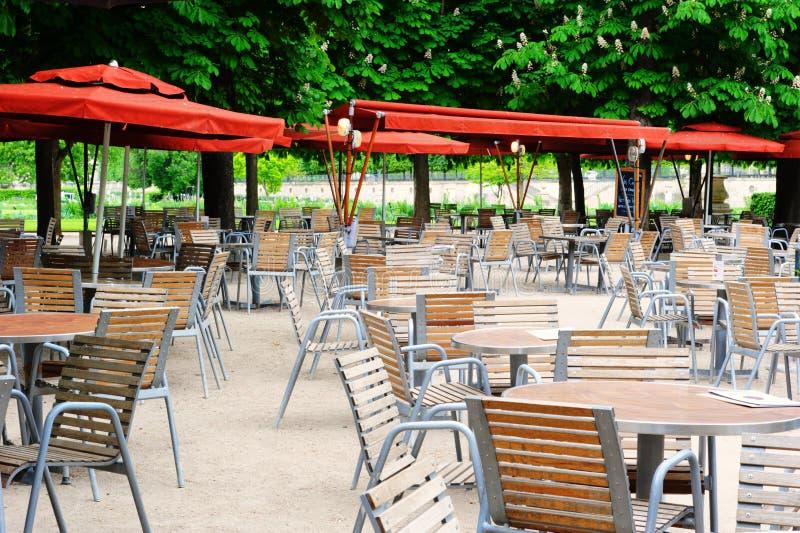 咖啡馆大阳台在Tuileries庭院,巴黎里 库存照片