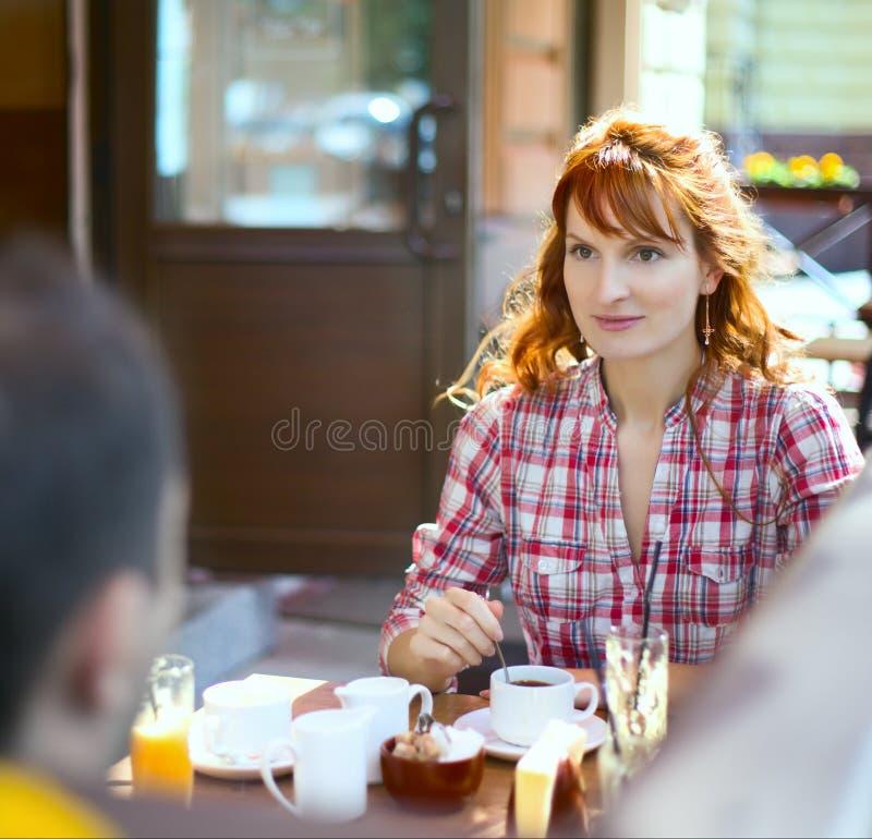 咖啡馆夫妇 免版税库存照片