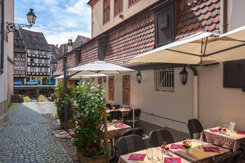 咖啡馆桌在小法国在史特拉斯堡 法国 库存图片