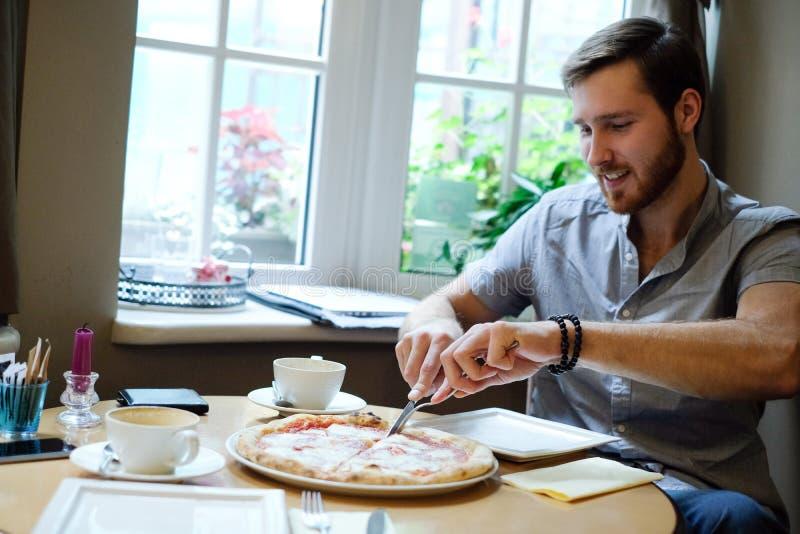 咖啡馆的人 免版税库存图片