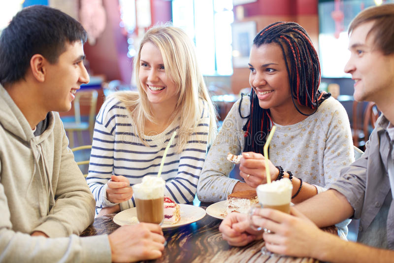咖啡馆的朋友 库存图片