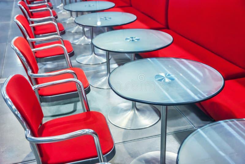 Download 咖啡馆主持空的内部编号表 库存图片. 图片 包括有 咖啡, 食物, 俱乐部, 内部, 高雅, 现代, 法国 - 59102569