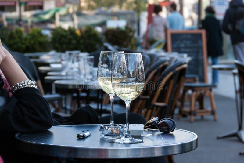 咖啡馆巴黎街道 免版税库存图片